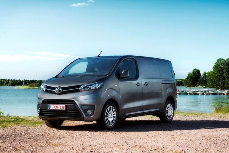 news test toyota proace in doppelter mission 4x4 offroad auto allrad. Black Bedroom Furniture Sets. Home Design Ideas