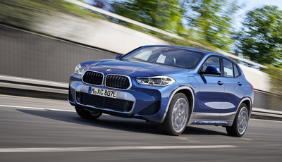 BMW X2 xDrive25e: Plug-in-Premiere
